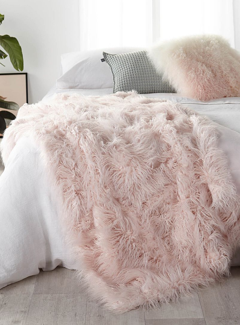 002d5ac968 Long haired pastel pink throw 140 x 180 cm