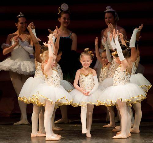 Dancing Babies Cute: Www.theworlddances.com/ #littleballerinas #tutucute #dance