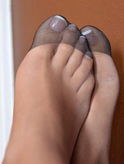 Frauenfüsse in nylons