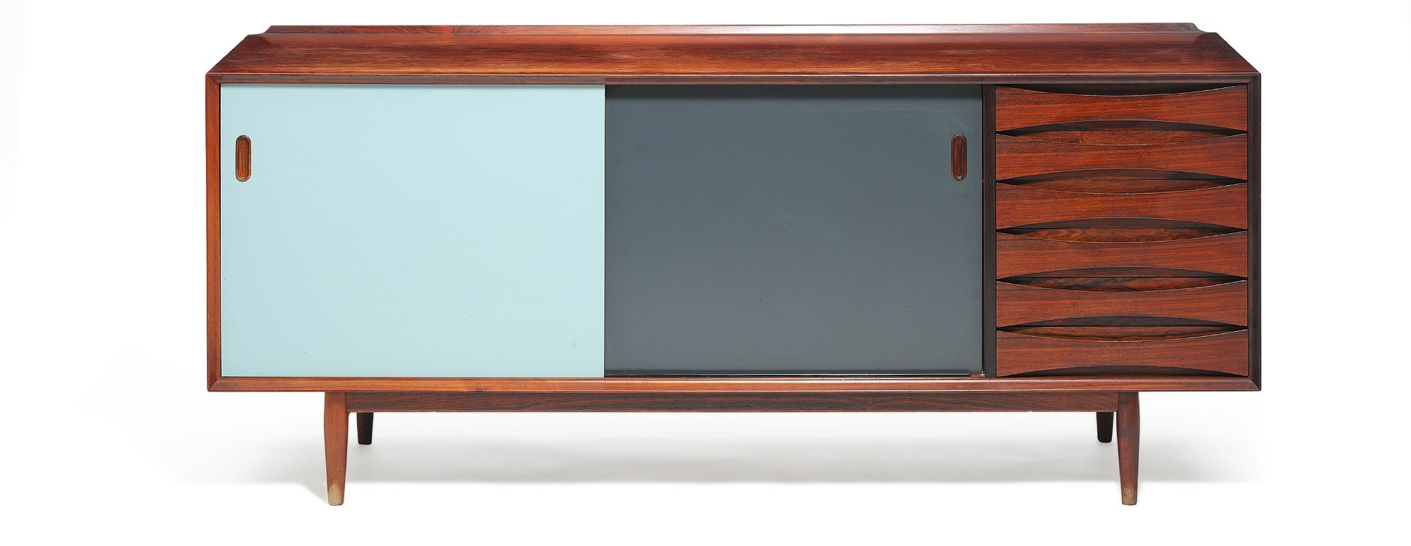 Arne Vodder: Rosewood sideboard, front with two reversible sliding doors and six drawers.