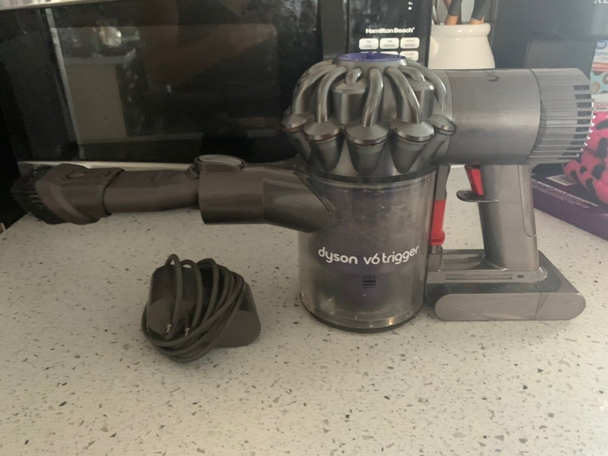 Dyson V6 Trigger Used For About A Year Lots Of Life Left Includes Charger And Attachment Pictured Dyson Vacuums Dyson V6 Floor Care