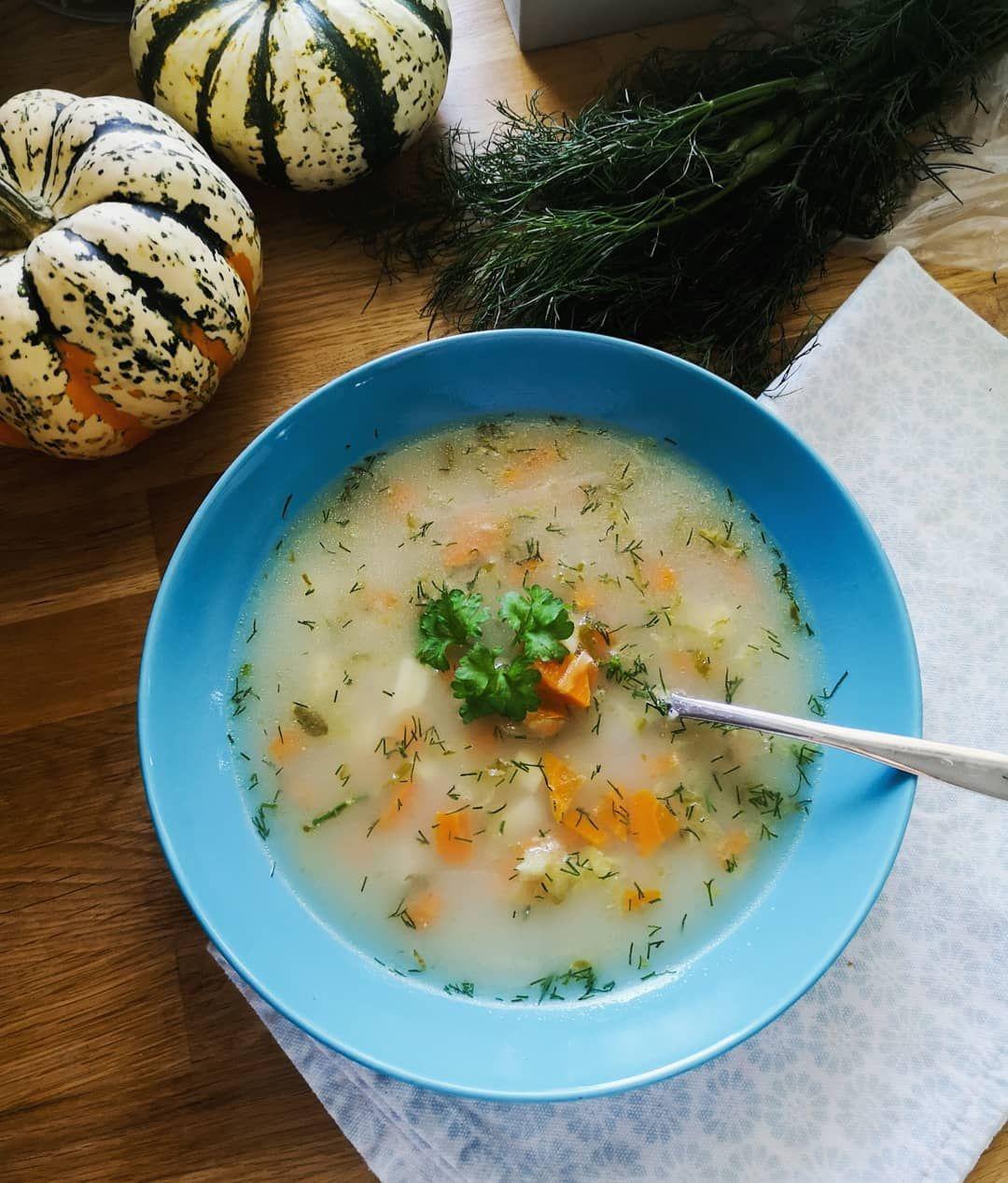 Jedna z moich ulubionych, ogórkowa.  BTW moje dzieci składają się w 60 % z ogórk - Jedna z moich ulubionych, ogórkowa. ❤️ BTW moje dzieci składają się w 60 % z ogórków kiszonych, jedzą je na śniadanie, obiad i kolacje. 🤣 @jesc_i_ogladac dzisiaj się zgraliśmy 😁 .  #zupa #ogórkowa #zupaogórkowa #soupideas #polskakuchnia #ogórki #kiszone  #polskiezupy #obiad #warzywa #pomyslnaobiad #pysznosci #zdrowejedzenie #dietabezdiety #wiemcojem #domowejedzenie #domowyobiad #mniam #mojegotowanie #zupysamsmak