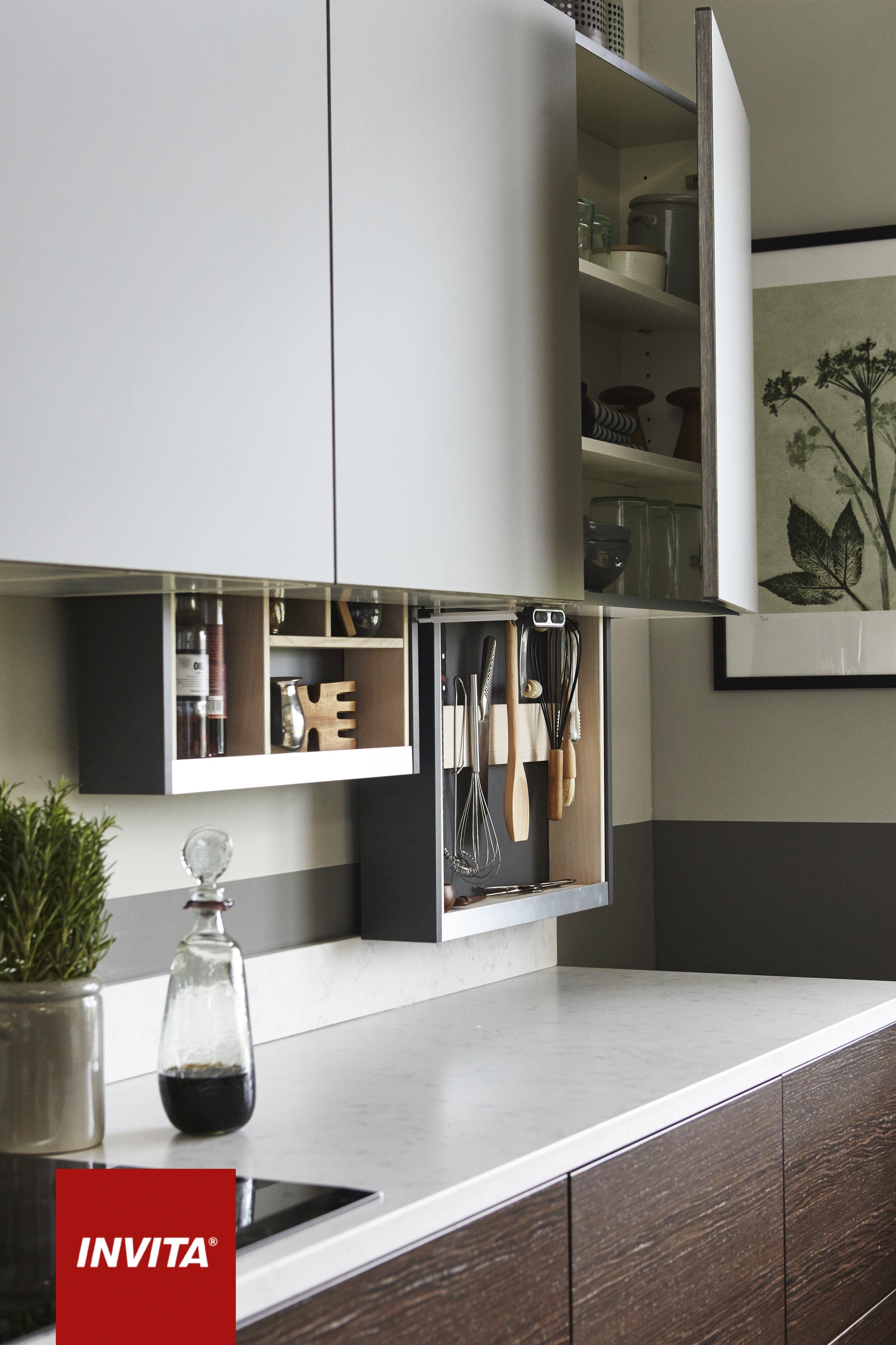 Den specielle ovnskuffe er designet, så den udnytter soklens højde ...