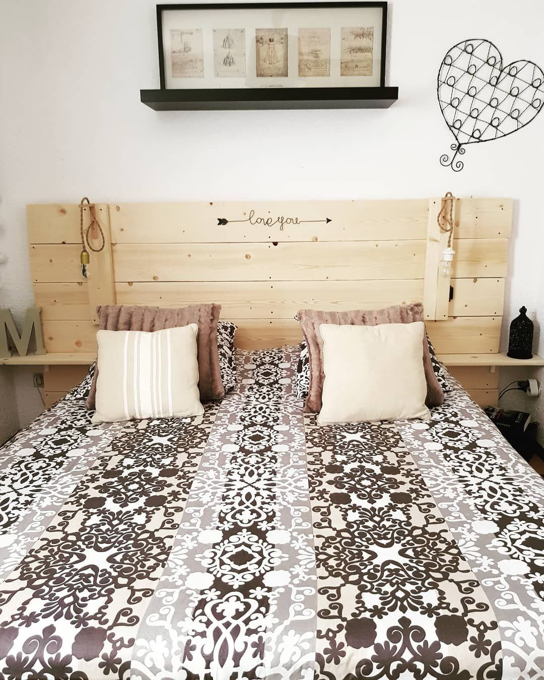 Apres 1 Jour Et Demi De Boulot Notre Tete De Lit En Bois De Coffrage Est Enfin Terminee On A Decid Bedroom Headboard Living Room Warm Modern Living Room Warm