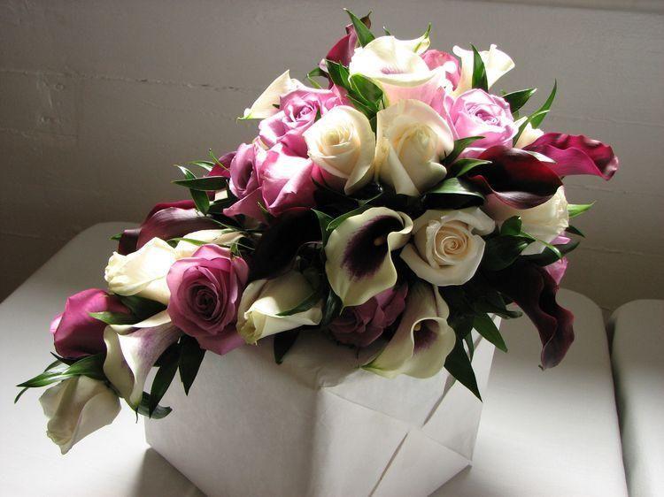 Un Bouquet De Fleurs Accompagné De Quelques Mots Pour