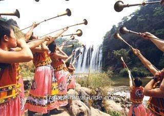 Buyi Minority People Play Suona