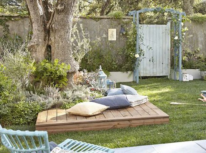 10 great ideas to copy for the garden a mini terrace for Amenagement jardin palette