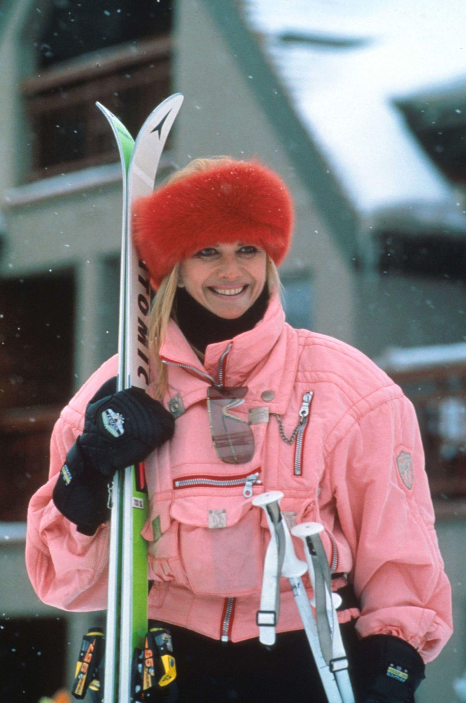 The Most Iconic Ski Bunny Looks of All Time   Ivana trump ... Ivana Trump Skiing