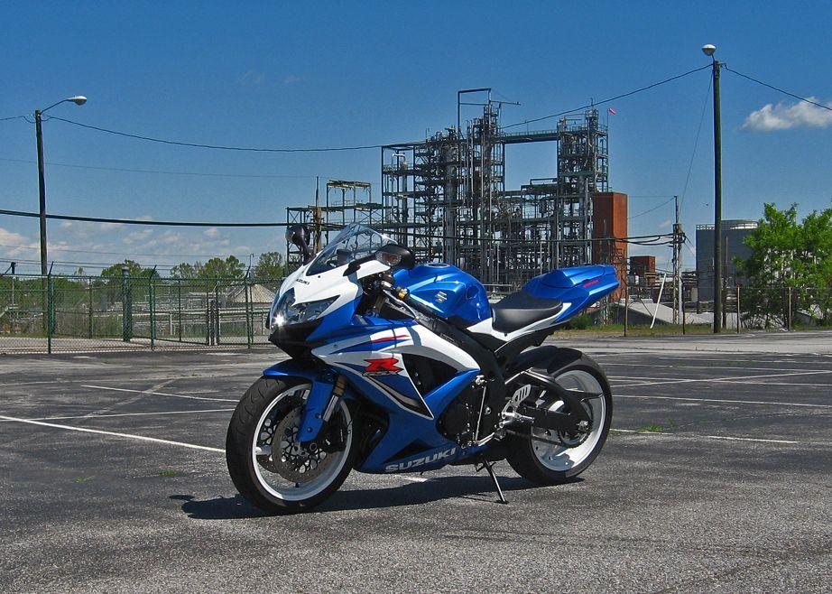 K9 Gsxr 600 Pearl Blue With Black Wheels Goodbye White Wheels Gsxr 600 Suzuki Gsxr Black Wheels
