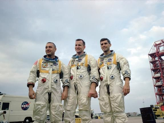 27 janvier 1967 Virgil Grissom Ed White et Sam Chaffee meurent dans l'#incendie d'Apollo 1 https://t.co/tdcQDyHKXr https://t.co/ljpZuIvCeN