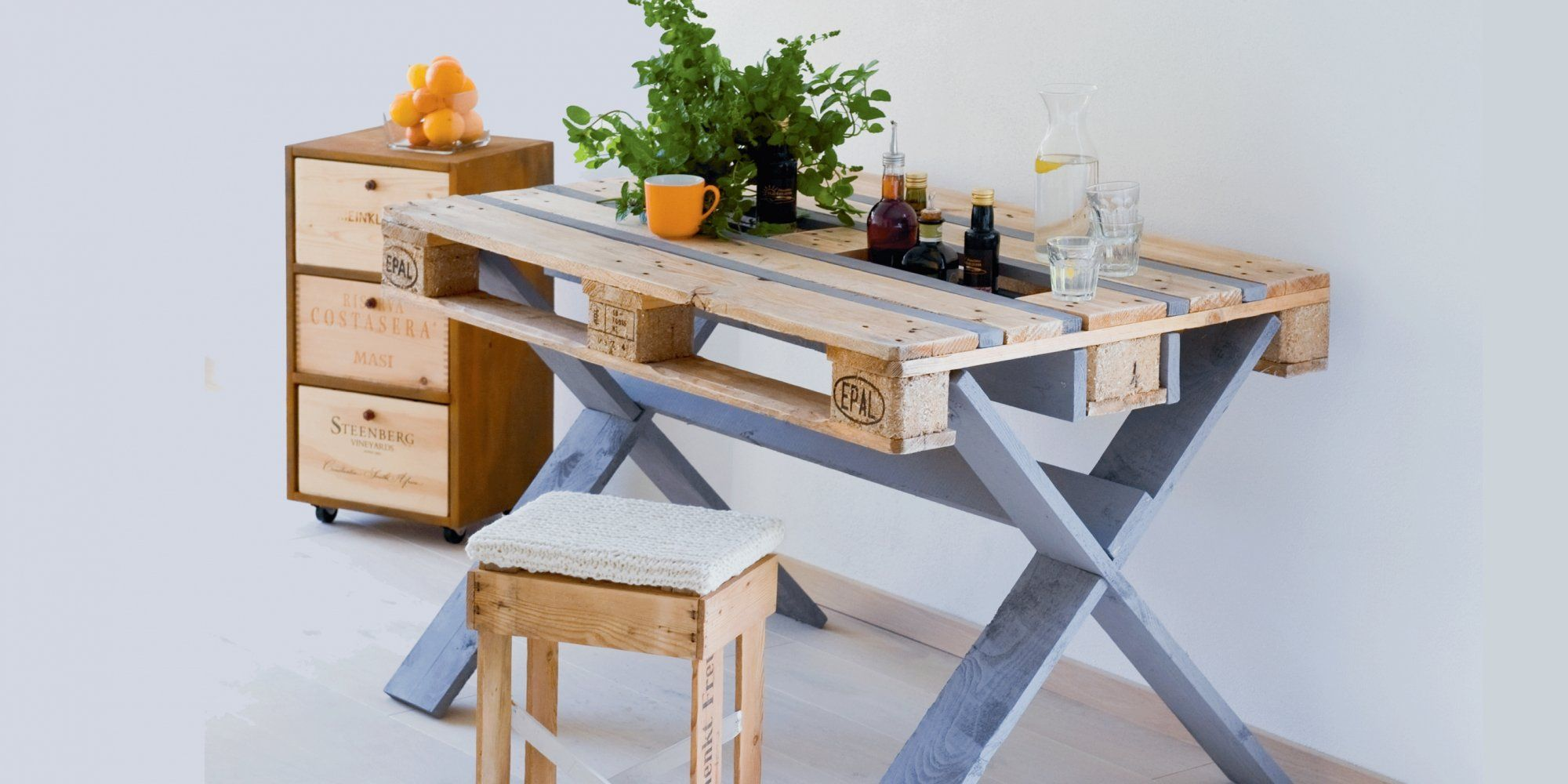 Break Down A Pallet The Easy Way For Wood Projects Wooden