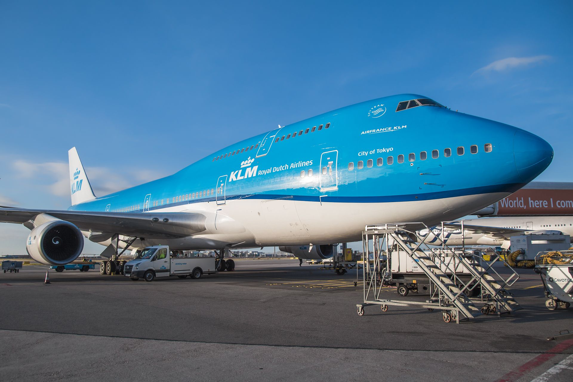 Boeing 747 400 - two-deck transcontinental liner