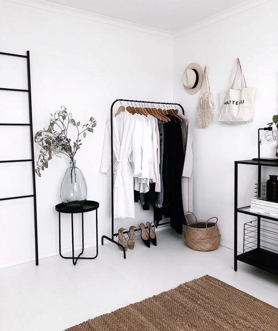 Geen ruimte voor een walk-in closet? Zo creëer je toch een mooi hoekje in je slaapkamer! #slaapkamerideeen