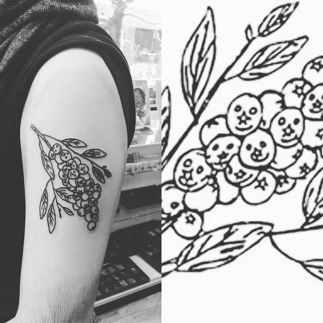 Fun Little Blueberries For A Walk In Today Feeling Super Blessed To Be A Tattoo Artist Today With Images Tattoo Artists Geometric Tattoo Tattoos