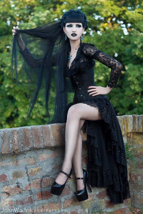 Best 25+ Gothic models ideas on Pinterest | Goth girls ...