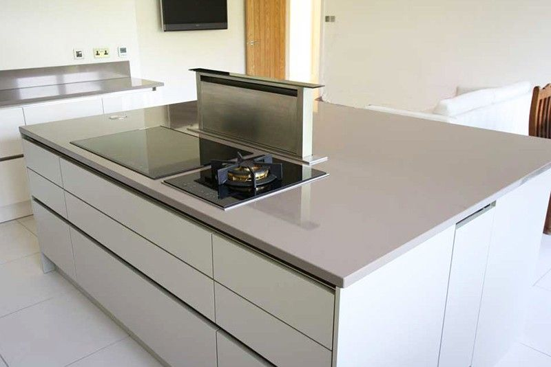 Handleless kitchen island with pop up extractor fan | House ideas ...