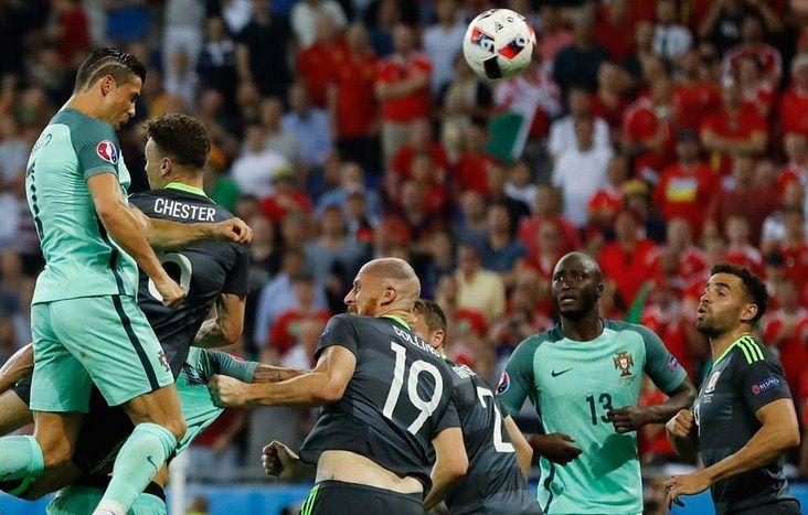 Teknik Cara Menyundul Bola Atau Heading Dalam Sepakbola Ronaldo