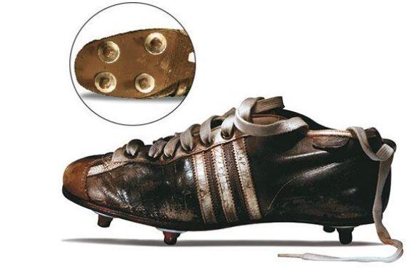 Suiza 1954: Se estrenaron los guayos adidas con tacos intercambiables.  http://www.1502983.talkfusion.com/es/products