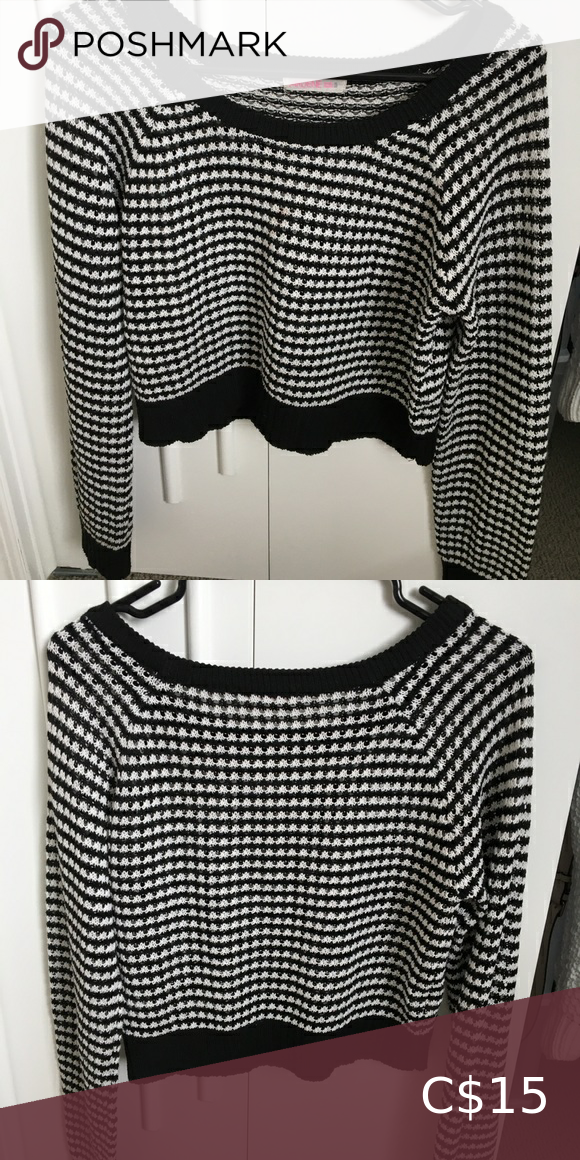 Houndstooth print knit sweater