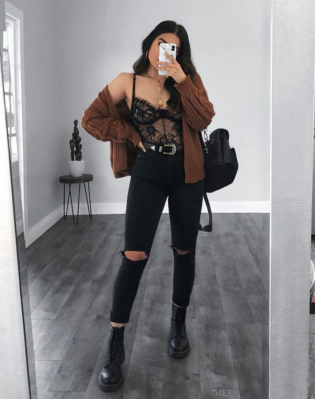 TOP FASHION PAGE WITH OUTFITS, TREND CLOTHES & ACCESSORIES