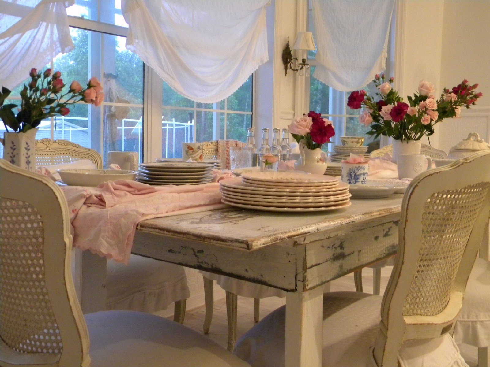 reminds me of Heather's dining room....love it!