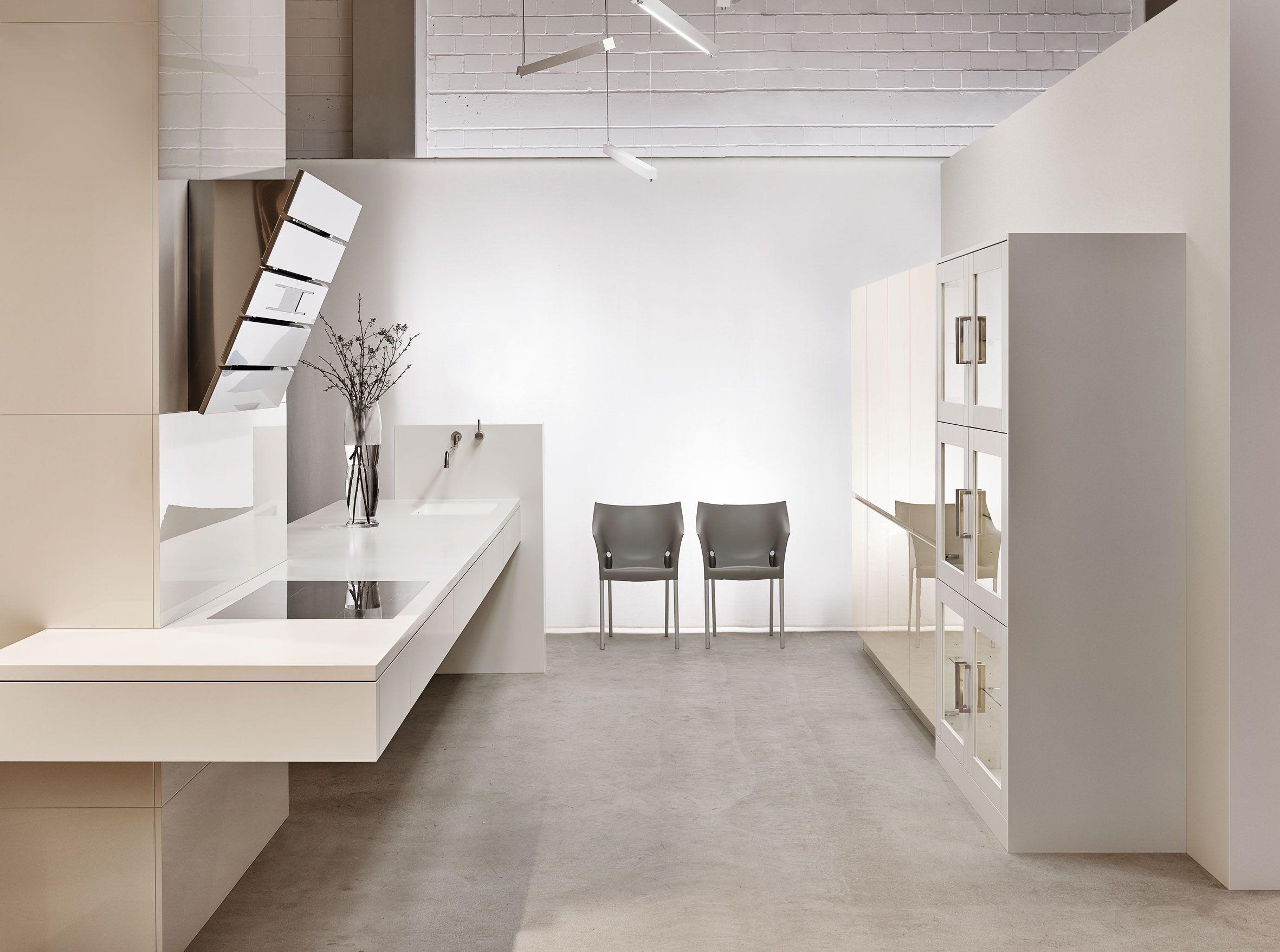 KH Küche: Premiumweiss + Hochglanz lackiert Magnolie/ KH kitchen ...