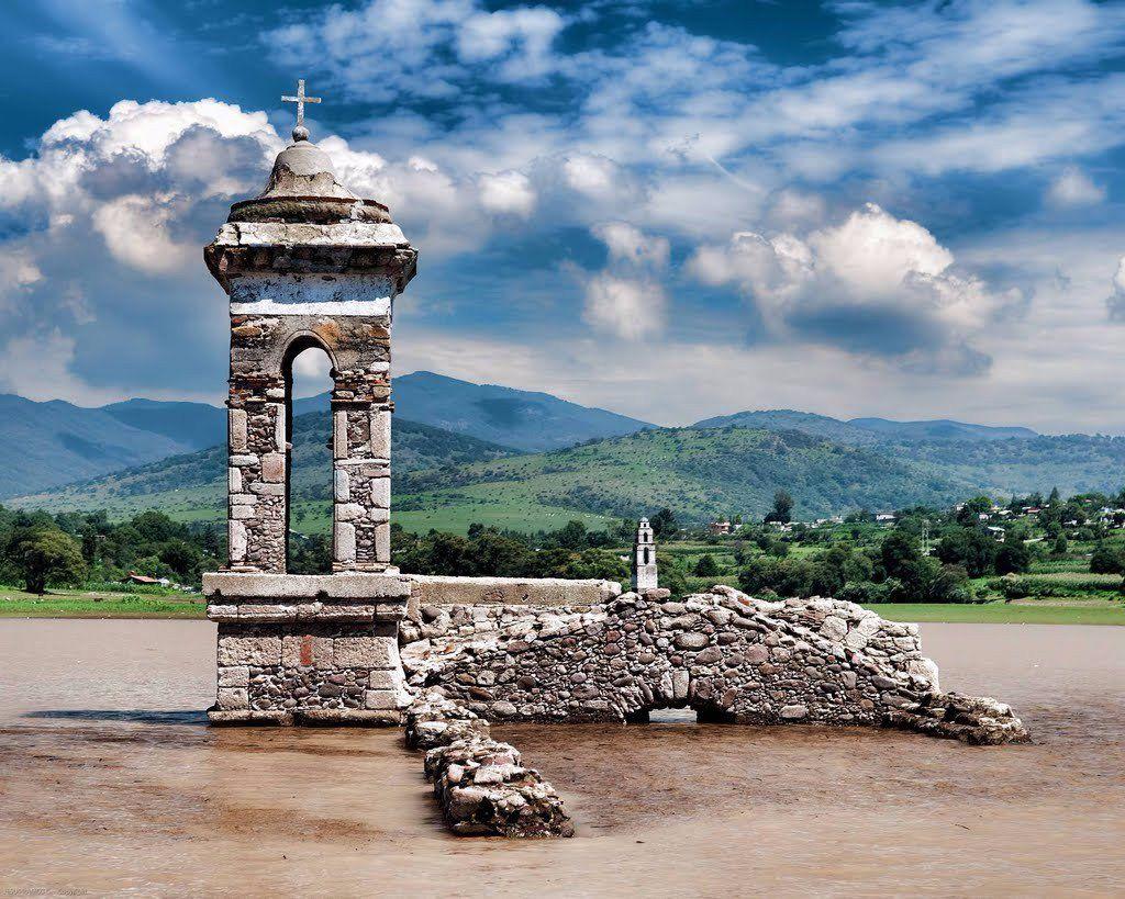 iglesia hundida en la presa Taxhimay