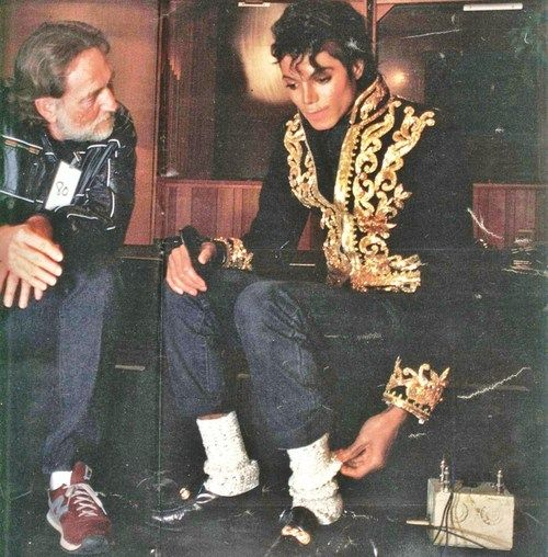 Michael Jackson 1985: Willie Nelson & Michael Jackson Speak During An Pause Of