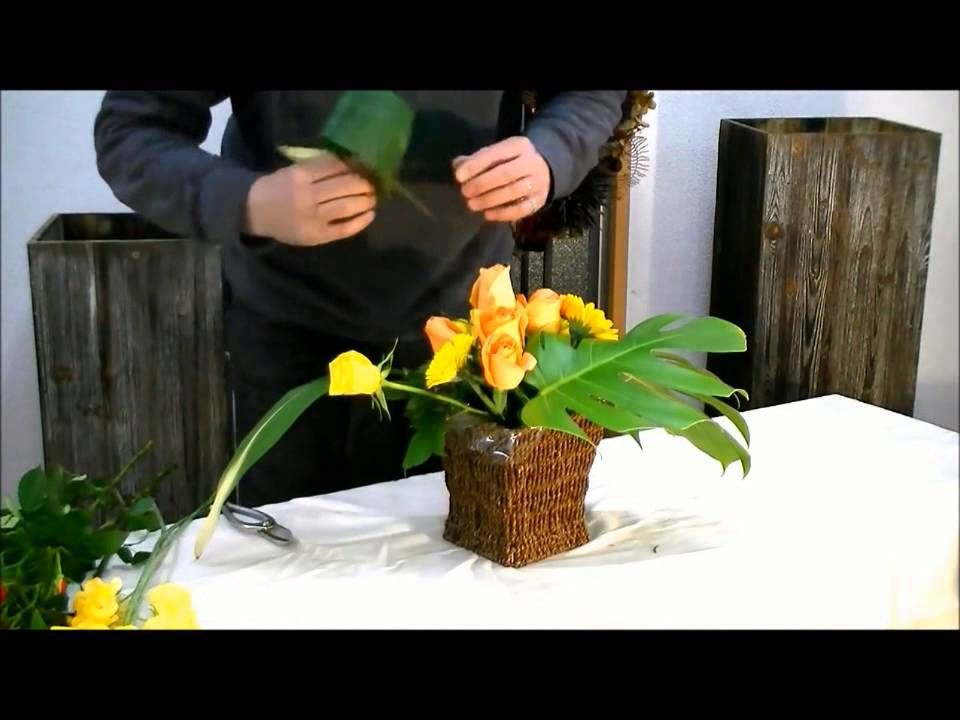 Потрясающая композиция из цветов своими руками (школа флористики для нач...