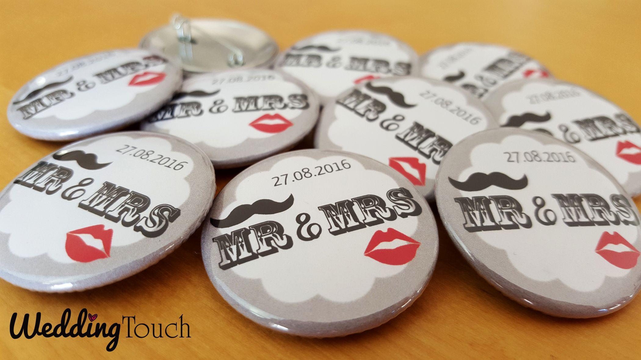 badges personnaliss mariage rtro vintage avec bouche et moustache date du mariage version mr mrs weddingtouch mariage divers pinterest - Badges Personnaliss Mariage