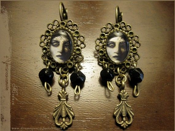 Medusa earrings  illustrated jewelry by Vocisconnesse on Etsy, €20.06