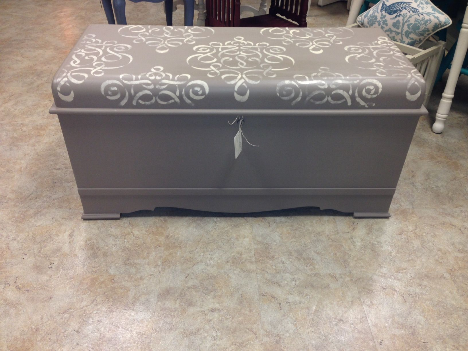 How To Stencil Cedar Chest Top With Chalk Paint