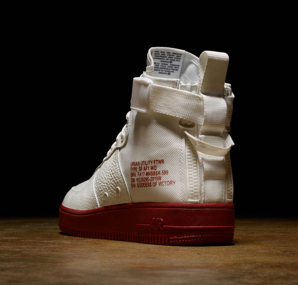 Elfenbeinfarbener SF Air Force 1 Mid