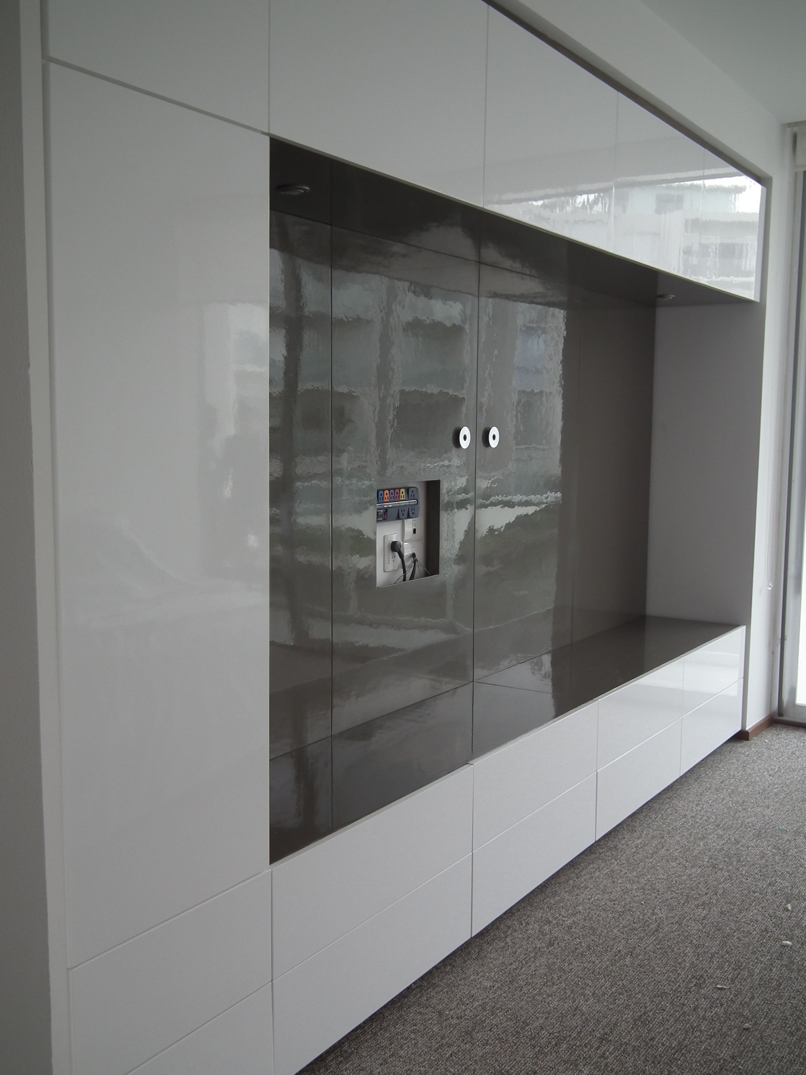 Mueble de Tv al alto brillo en 2 tonos