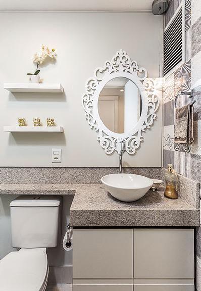 Espelho com moldura para o lavabo Design de Interior e Arquitetura - lavabos pequeos