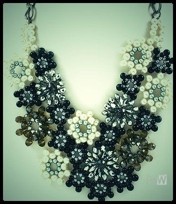 COLLAR MULTI FLOR via P e t i t e