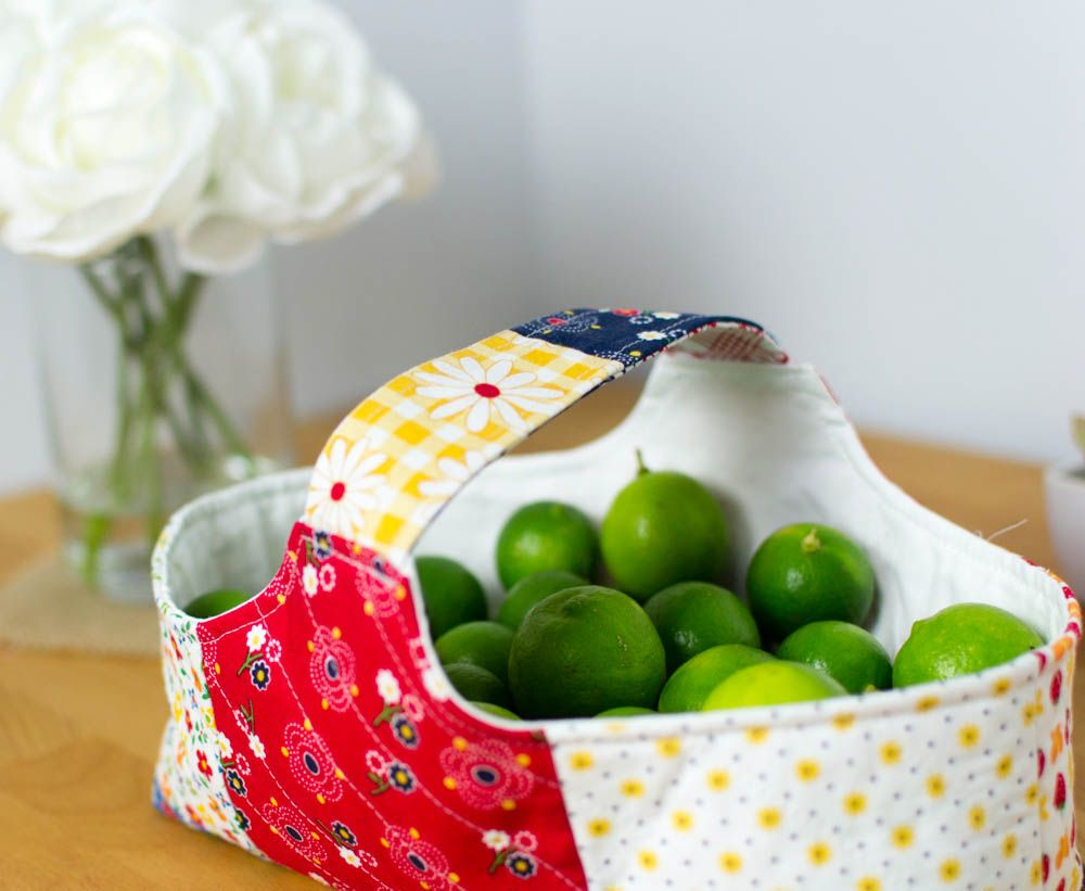 Show Off Saturday... a cute Fabric Basket! {from a free pattern} | Nähen