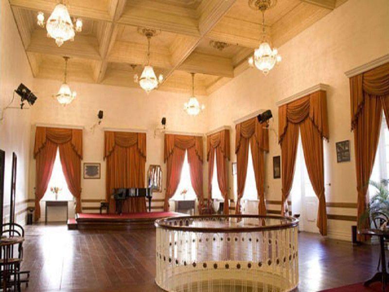 Com periodicidade regular, o Musical Évora acontece todas as quartas-feiras no horário do almoço, às 12h30, no Foyer Nobre do Theatro São Pedro.