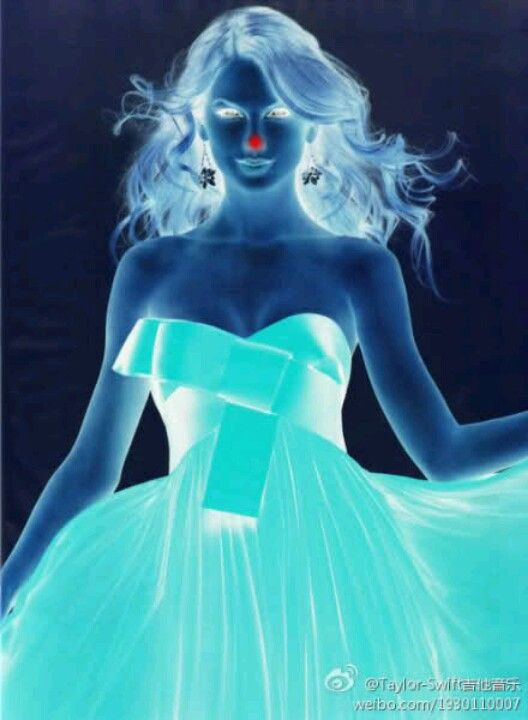 Look at the red dot on her nose for 15 seconds without blinking