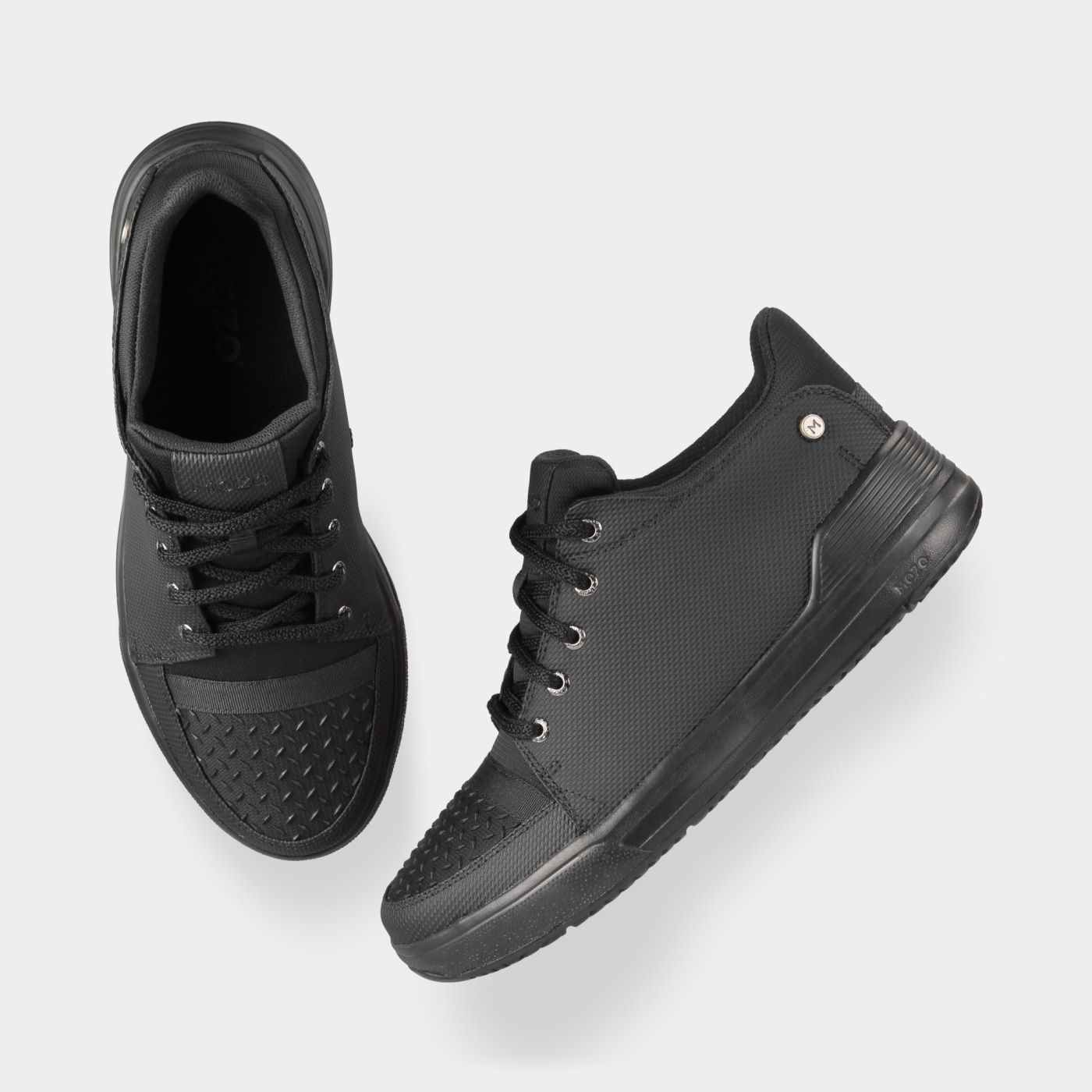 mozo s gallant is a slip resistant kitchen shoe with scruff