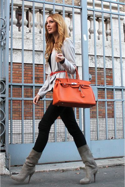 Love the skinnies with gray boots & coral purse!