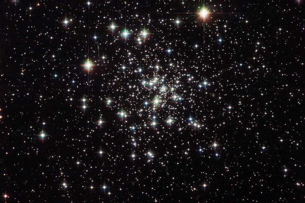 Ein leuchtender Sternenhaufen Sternhaufen