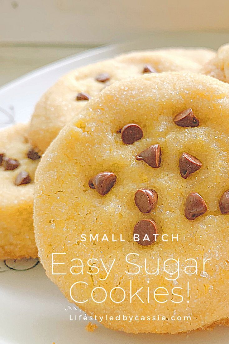 Small batch sugar cookies (makes 6-8). So easy to make and perfect for those days when you only want a cookie or 3.   #cookiesrecipes #cookieinspo #smallbatchcookies #chocolatechipcookies #sugarcookies #softsugarcookies #dessertfortwo