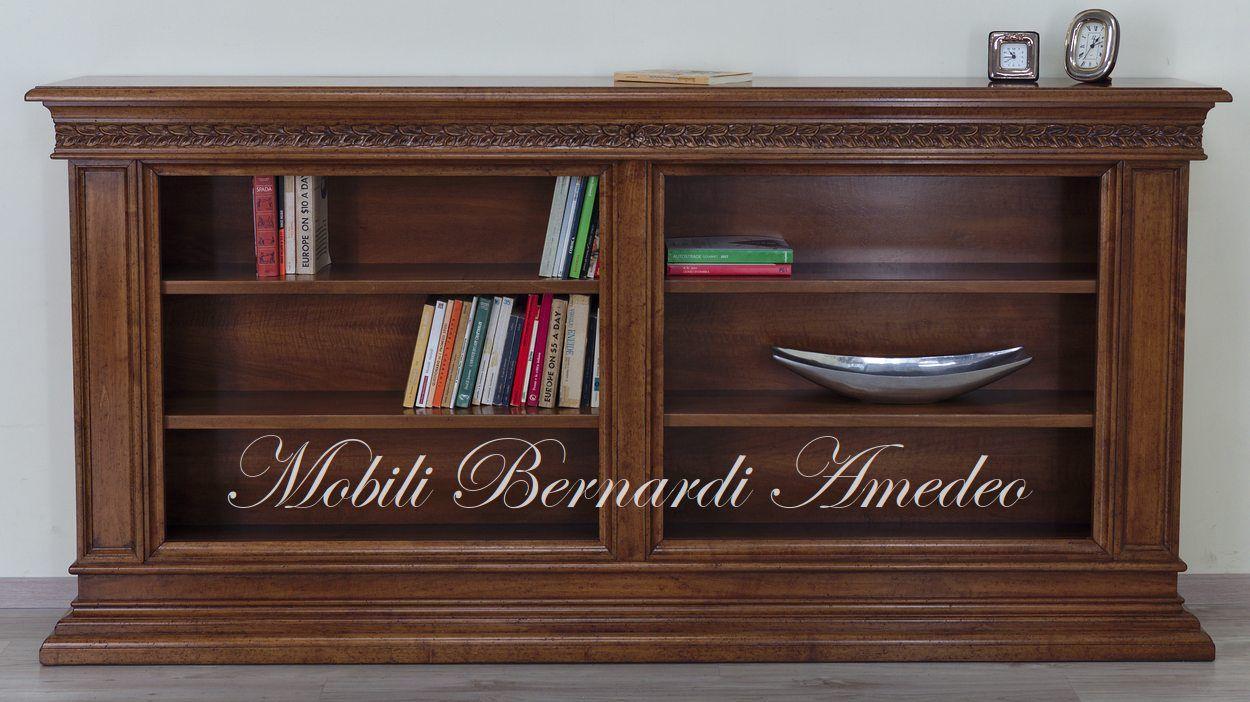 Libreria bassa in legno massello di noce con intaglio sotto ...