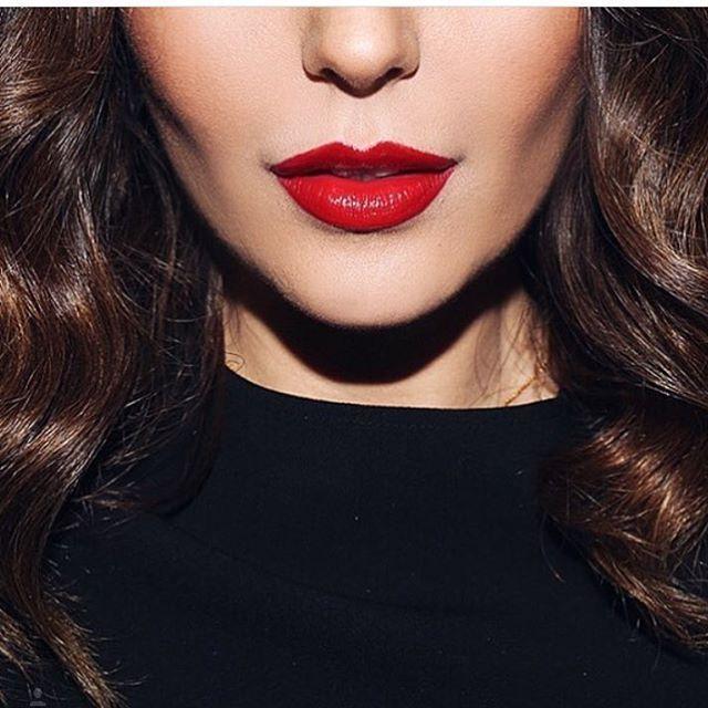 Saturday night makeup inspiration @simplysona  #gorgeous #stunning #makeupaddict #simplysona #beautycollection #redhot