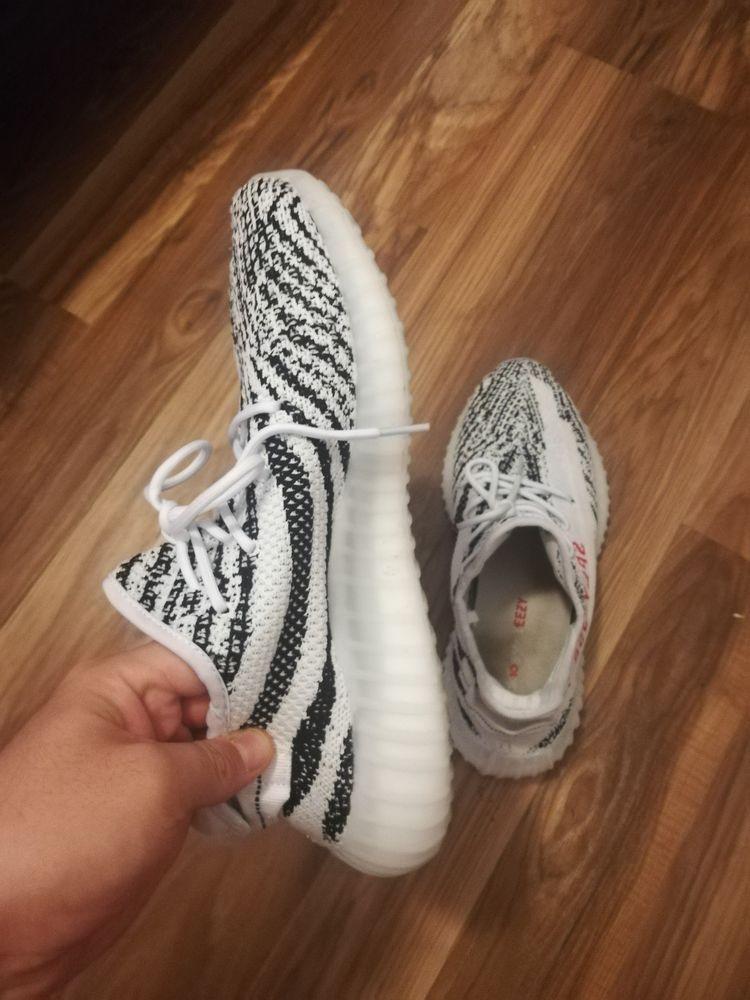 used adidas Yeezy Boost 350 V2 Zebra