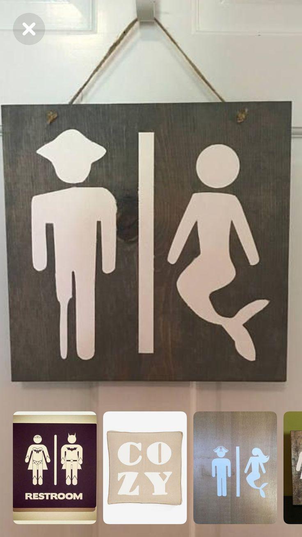 Photo of Originales carteles de baño en un bar o restaurante, posiblemente especializado…