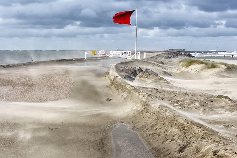 Red Flag Along The Dutch Coast This Means That One Is Not Allowed To Swim Some Photos Need Their Colors Like This One Of A Dutch Su In 2020 Beach Life