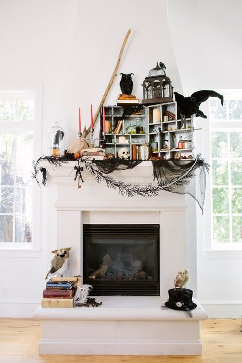 30+ Stylishly Spooky Halloween Decorations Fireplace mantel, DIY