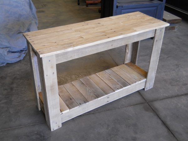 Hallway pallet table pallets desks and pallet projects for Sofa table made from pallets